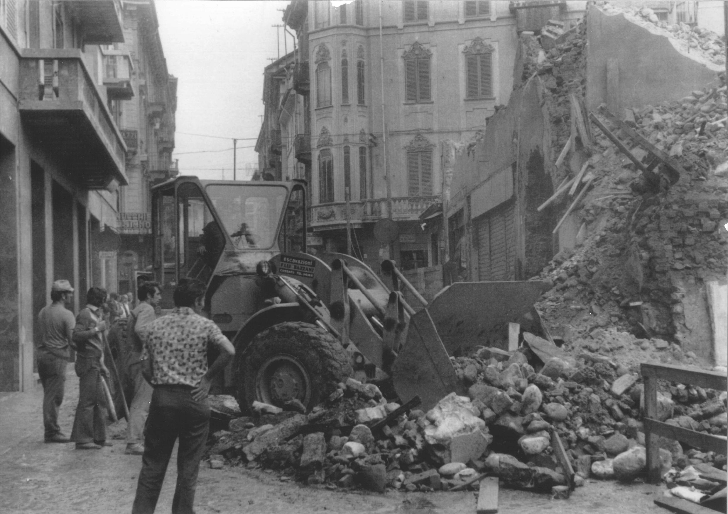 Demolizione Via Italia -1977_page-0001